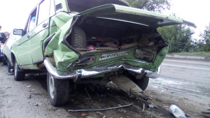 Пять машин столкнулись на Бердском шоссе