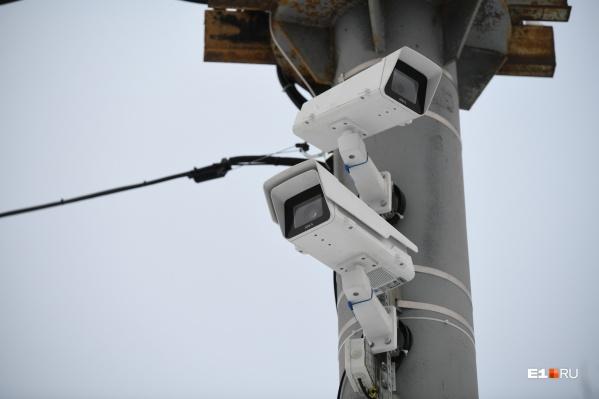 Фактически на всех оживленных перекрестках Екатеринбурга повесят камеры