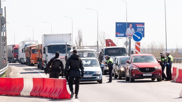 Кого не пускают в Ростов и как наказывают нарушителей самоизоляции: репортаж с постов ГИБДД