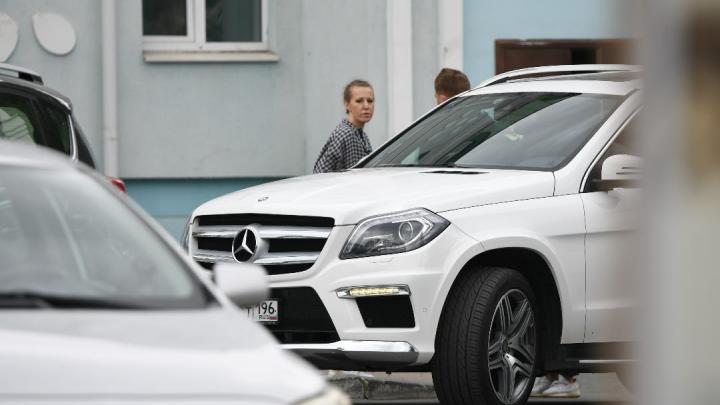 Ксения Собчак прилетела в Екатеринбург, чтобы снять фильм про отца Сергия
