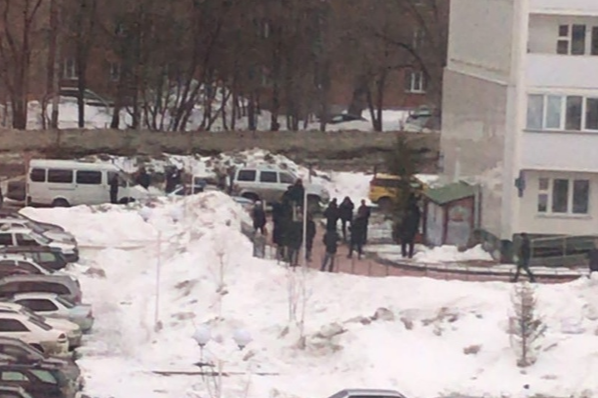 Новосибирец захватил в заложники продавщицу магазина на Фадеева