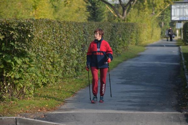 Скандинавская ходьба - идеальный спорт во время пандемии, если заниматься ей в одиночестве