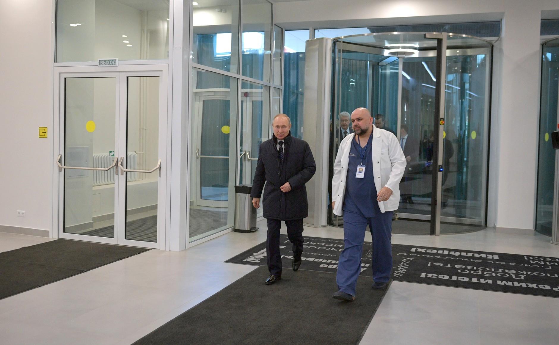 Неделю назад Проценко встречался с Путиным. Расстояние между ними явно меньше 1,5 метра