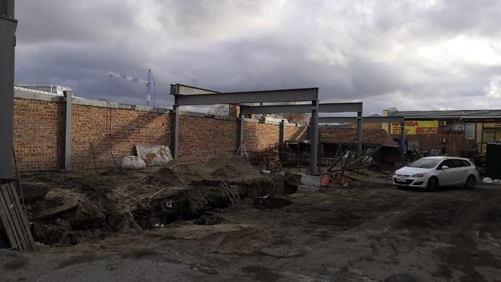 Рядом с Любинским проспектом началось строительство торговой галереи