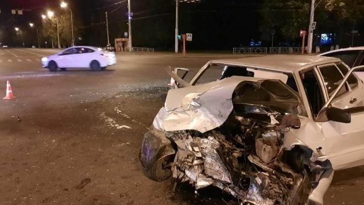 В жёстком ДТП в центре Кемерово пострадали три человека