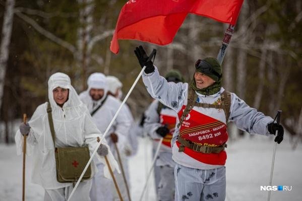 Участников военного лыжного перехода встретили в Новосибирске