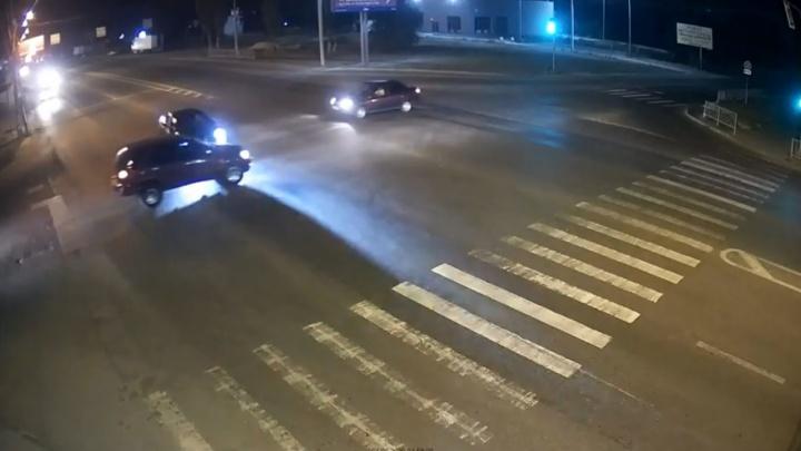 На въезде в Волгоград в столкновении пострадали годовалый ребенок и двое взрослых