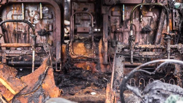 На юге Волгограда загорелся автобус
