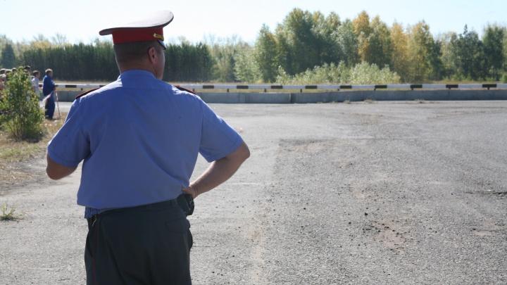 Под Новосибирском иномарка врезалась в дерево: один человек погиб, четверо в больнице