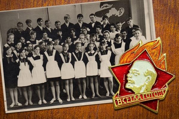 Парадная форма и пионерские галстуки, май 1970 года, школа № 1, г. Свердловск
