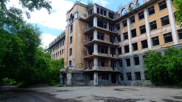 «После реставрации отдадут медикам»: как будут восстанавливать заброшенную больницу в Зеленой Роще
