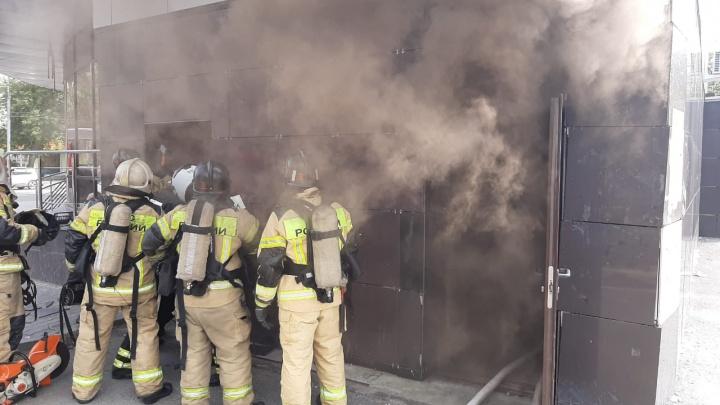 В Екатеринбурге вспыхнул пожар в фитнес-клубе на улице 8 Марта