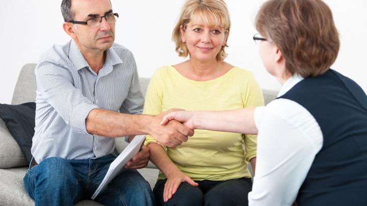 С доставкой на дом: как получить очную консультацию юриста, не выходя из квартиры