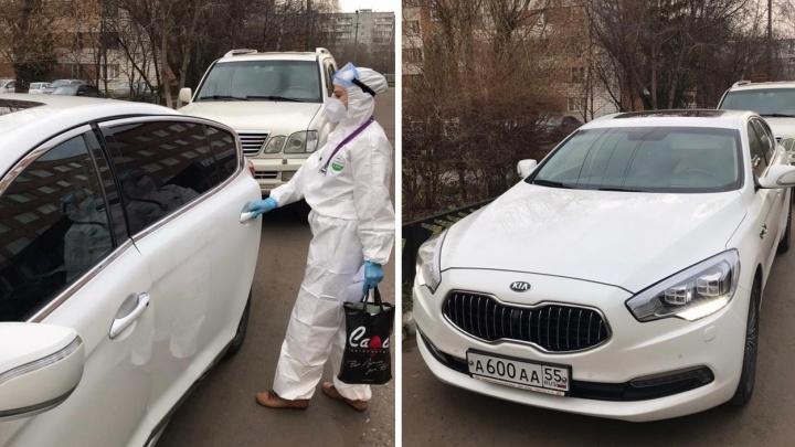 Стало известно, кому из медиков передали служебную машину мэра Омска