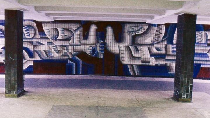 «Привыкли быть терпилами»: в волгоградской подземке отмывают едва не уничтоженную мозаику знаменитого художника