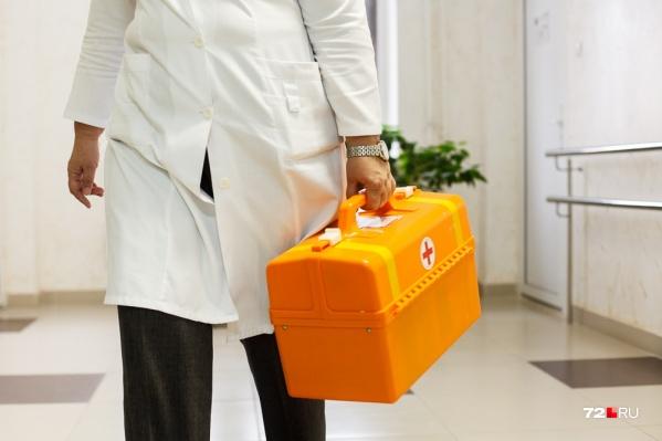 Звонков с поликлиники ежедневно становится все больше, врачи работали до полуночи