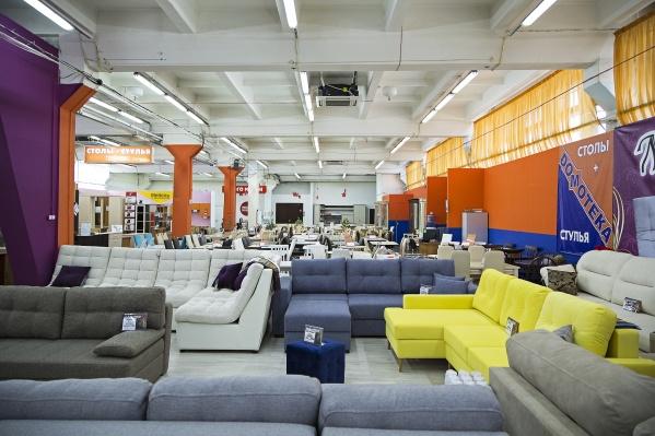В магазине «Домотека» действуют скидки до 40%, а в салоне мягкой мебели «НИКС»покупатели получают подарки