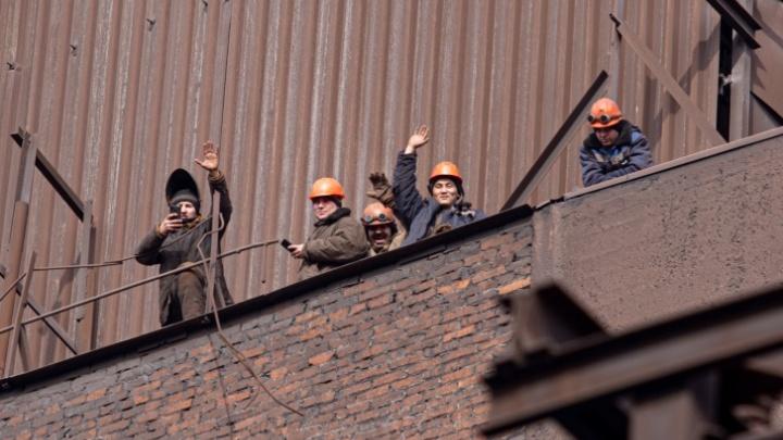 Работники ЧМК, взбунтовавшиеся против руководства, выбили повышение зарплаты