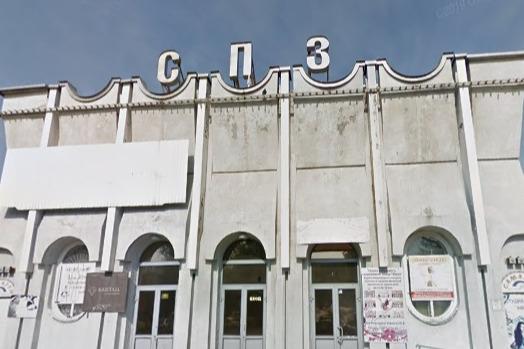 В здании Дома культуры находятся офисы и магазины