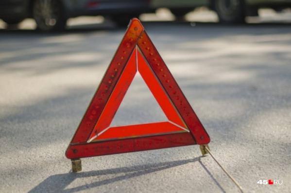 Виновника аварии на трассе в Зауралье искали полицейские. Долго мужчине скрываться не удалось