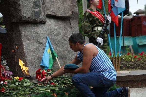 Возложение цветов к воинскому мемориалу «Площади памяти»<br>