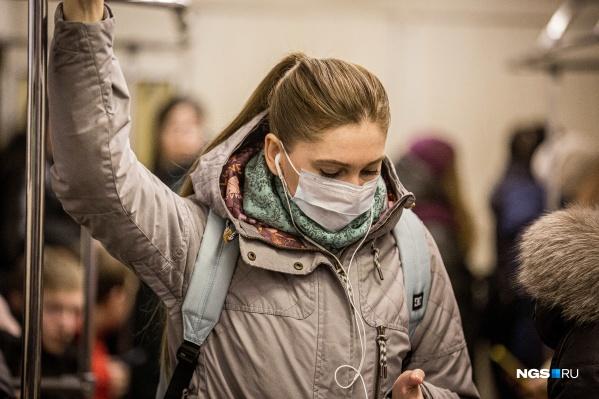 На улицах пока немного людей в защитных масках