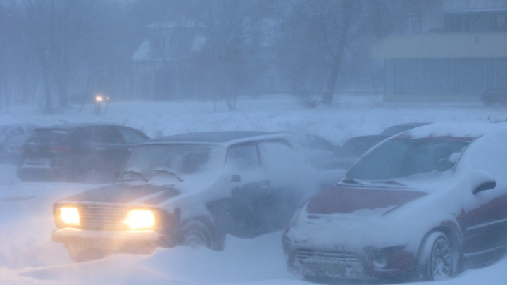 Мелкие аварии и весенний снег парализовали проспект Ленина в двух районах Волгограда