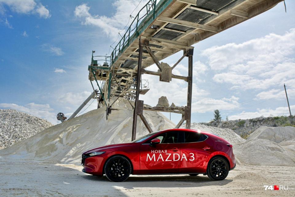 Mazda3 разработана и собирается в Японии, поэтому левое расположение лючка не удивляет