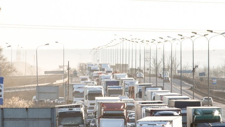 Многокилометровая пробка снова возникла на трассе М-4 «Дон» в Ростовской области