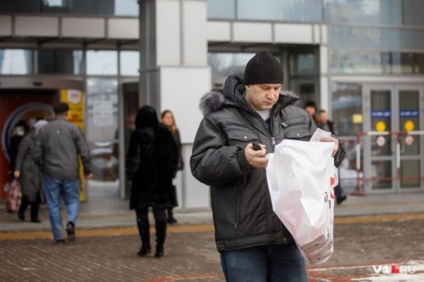 По данным статистиков, в Волгоградской области 0,2% жителей за год стали зарабатывать больше 100 тысяч рублей в месяц