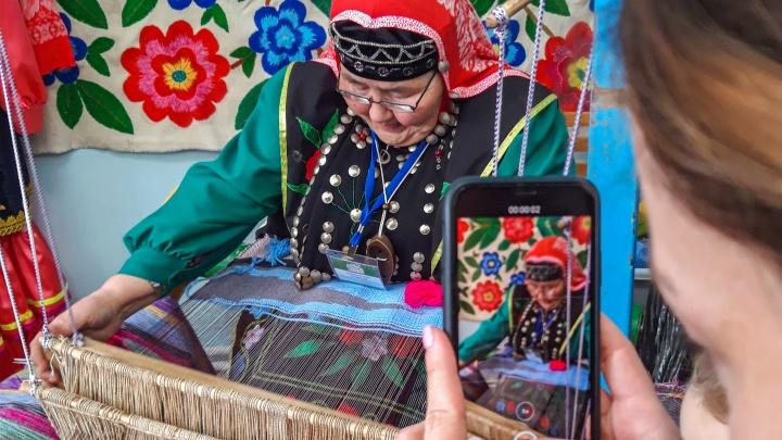 Катаем войлок, жарим блинчики и ищем артефакты: как в геопарке «Янган-Тау» прошла ярмарка ремесел