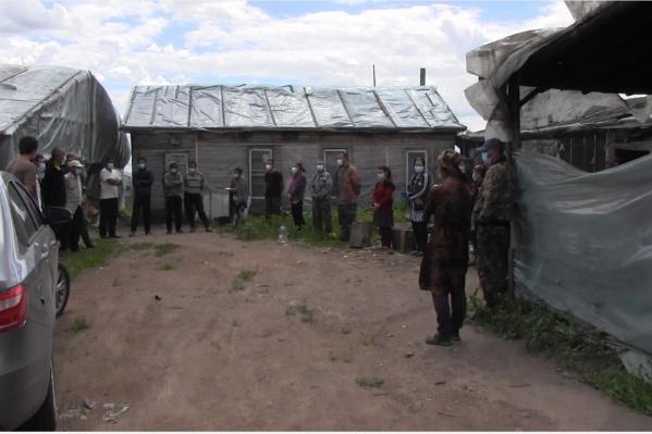 Мигранты жили в самодельных полиэтиленовых палатках