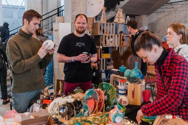 На Red Market можно купить сувениры на разные вкусы