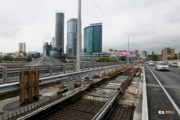 Рабочие на Макаровском мосту появятся не раньше осени