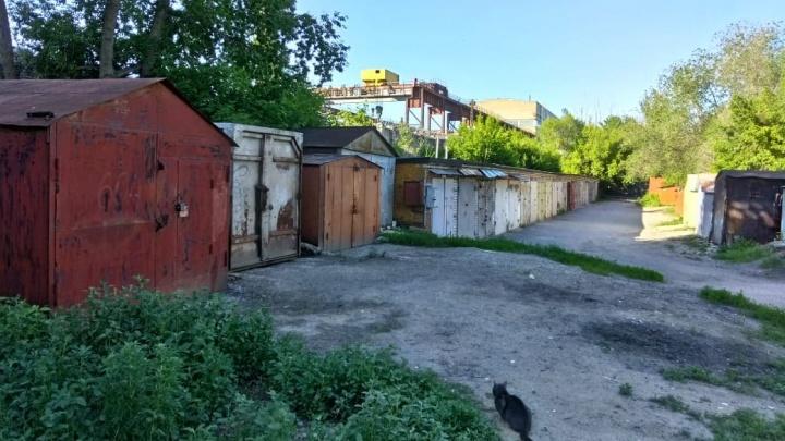 «Я все больше начинаю уважать советскую власть»: чиновники Волгограда занесли топор над очередными гаражами