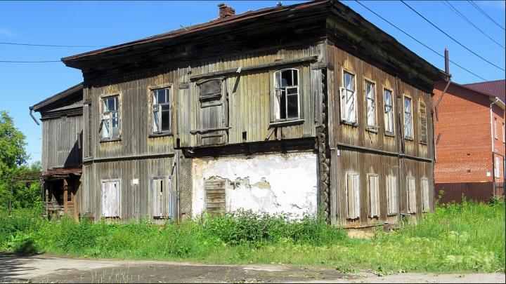 В Тюмени власти продают старинный особняк в центре города, который никому не нужен