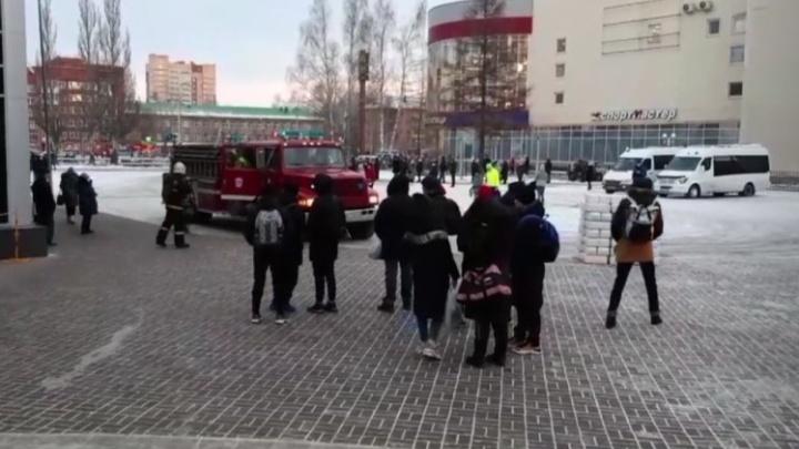 В спорткомплексе «Олимпия» загорелся теплоизоляционный материал, эвакуировали 70 человек