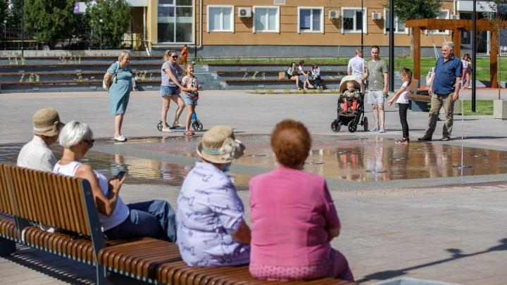 Фонтан, библиотека и селфи: Александровский сквер пришелся волгоградцам по душе