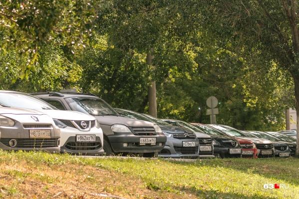 С парковкой в Самаре худо, но вот штрафов становится всё больше