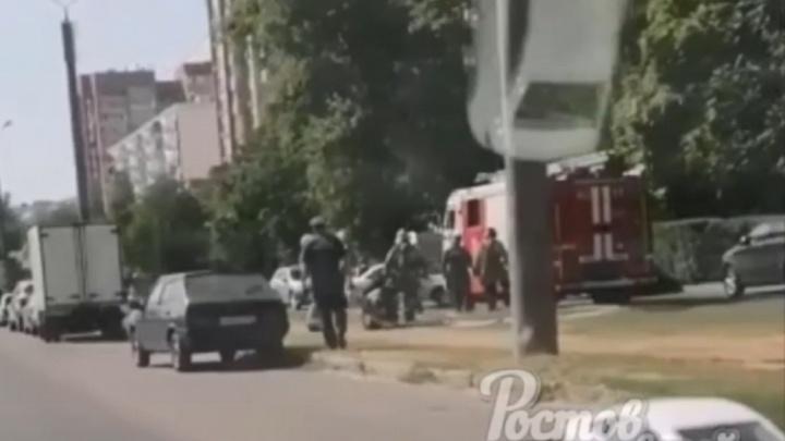 Полиция и нацгвардия оцепили несколько домов в Ростове