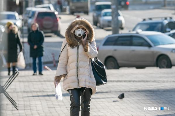 Выходить на улицу без особой нужды с сегодняшнего дня нельзя