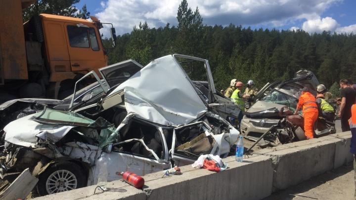 2 погибших, 6 пострадавших и видео тарана: онлайн-репортаж о ДТП с «бешеным» грузовиком на М-5