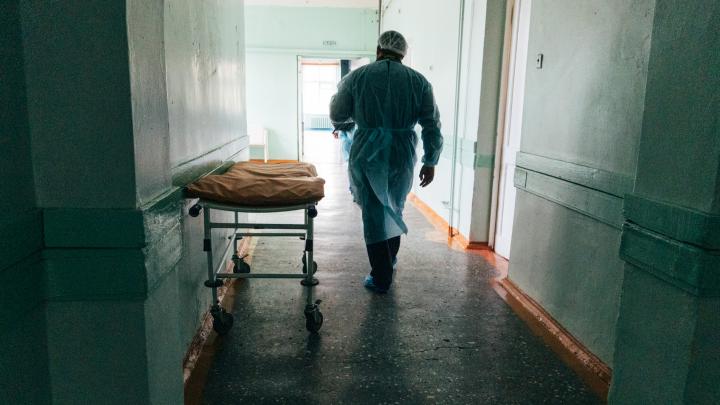 Росстат сообщил о 146 умерших омичах с коронавирусом в июне, Минздрав — о 13