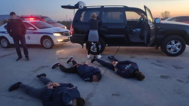 Перевозили с квартиры на квартиру и требовали денег: в Новосибирске трое мужчин задержаны за похищение