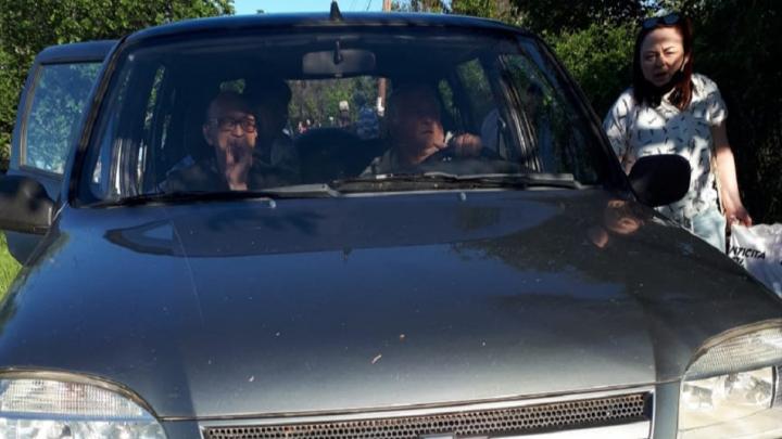 «Чуть не задавил детей и переехал корзину с котом»: волгоградец устроил опасный манёвр на Сарпинском