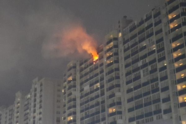 Квартира загорелась поздно ночью