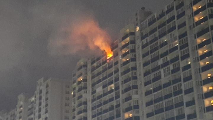 Все затянуло дымом: в Первомайском районе загорелась квартира на 16-м этаже