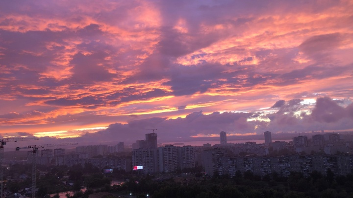 Дождь закату не помеха: читатели E1.RU поделились атмосферными кадрами июньского вечера