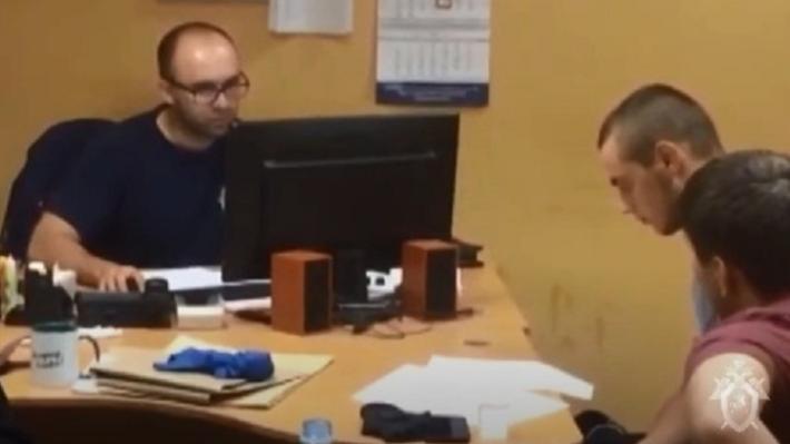 Полагается миллион рублей: Следственный комитет показал убийцу студента из Азербайджана на допросе