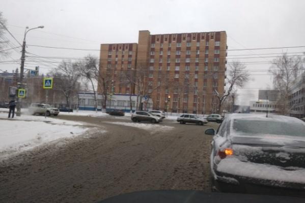 Вот такая «каша» на улице Гагарина характерна для многих улиц города
